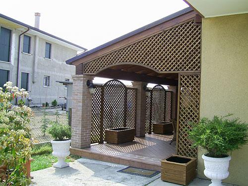 Grigliati in legno vendita ed installazione grigliati legno for Arredo per giardino in legno