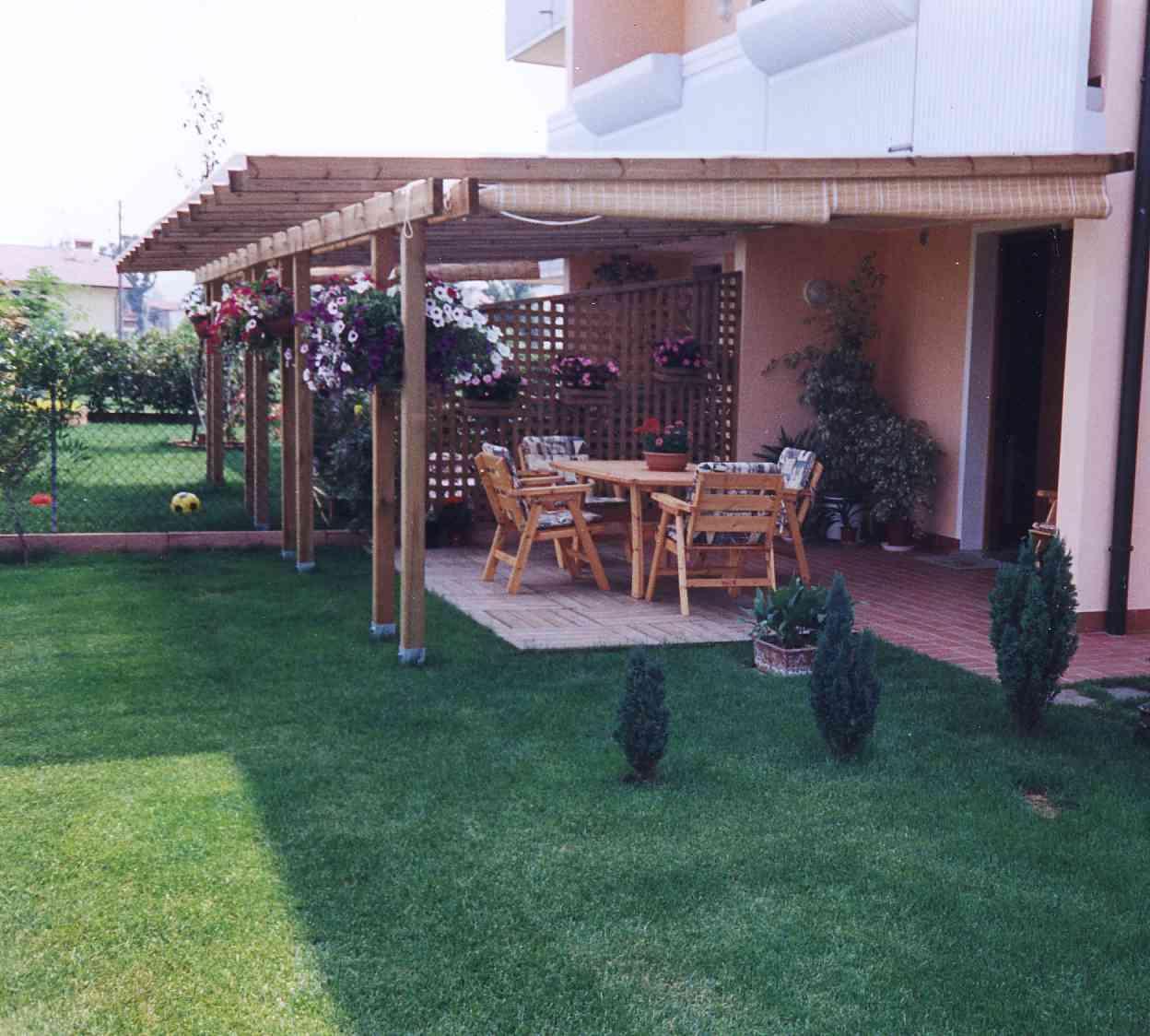 Portico in legno di abete impregnato o colorato portico for Immagini di portico per case