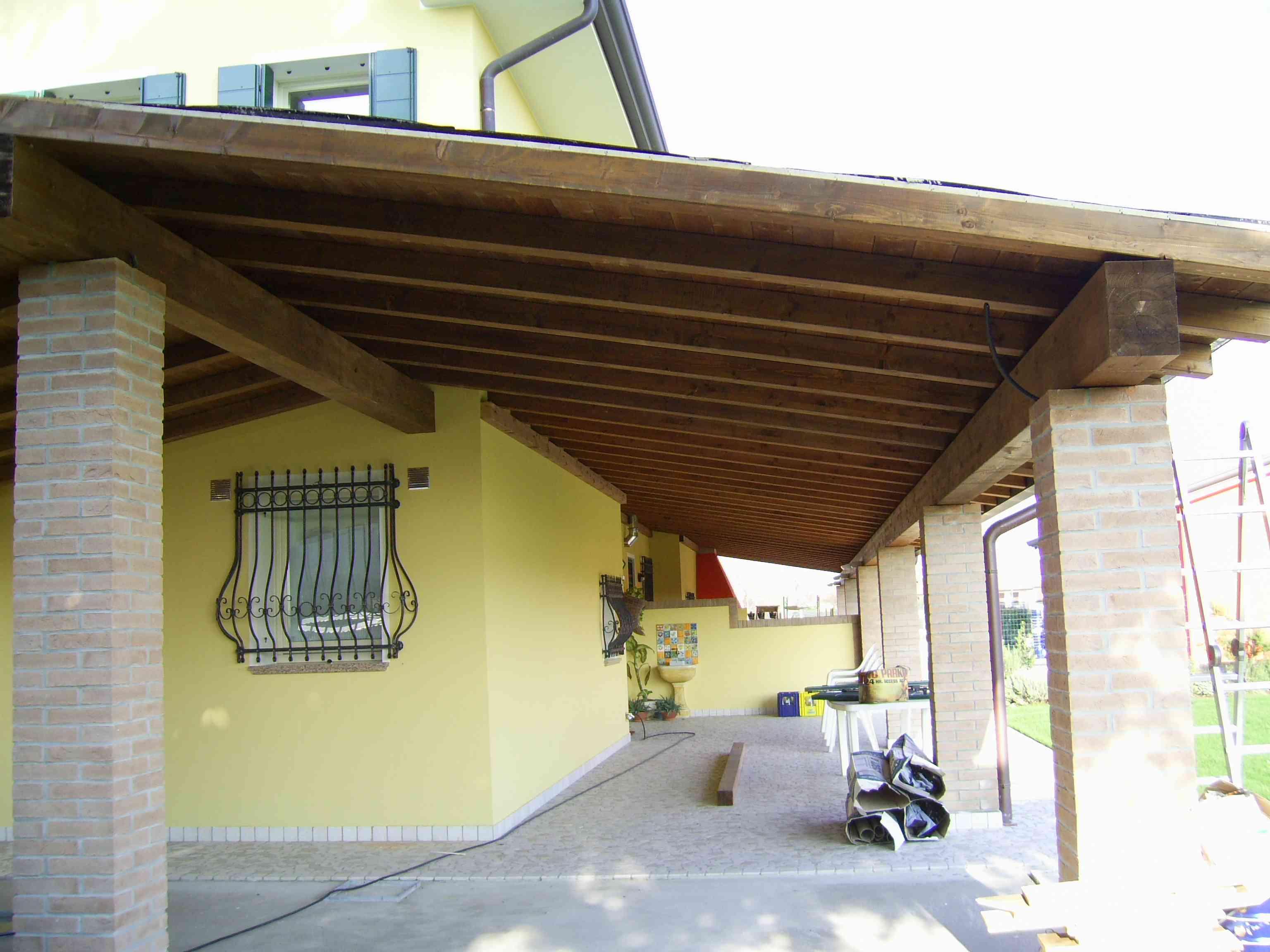 Portico in legno di abete impregnato o colorato portico for Idee di portico contadini