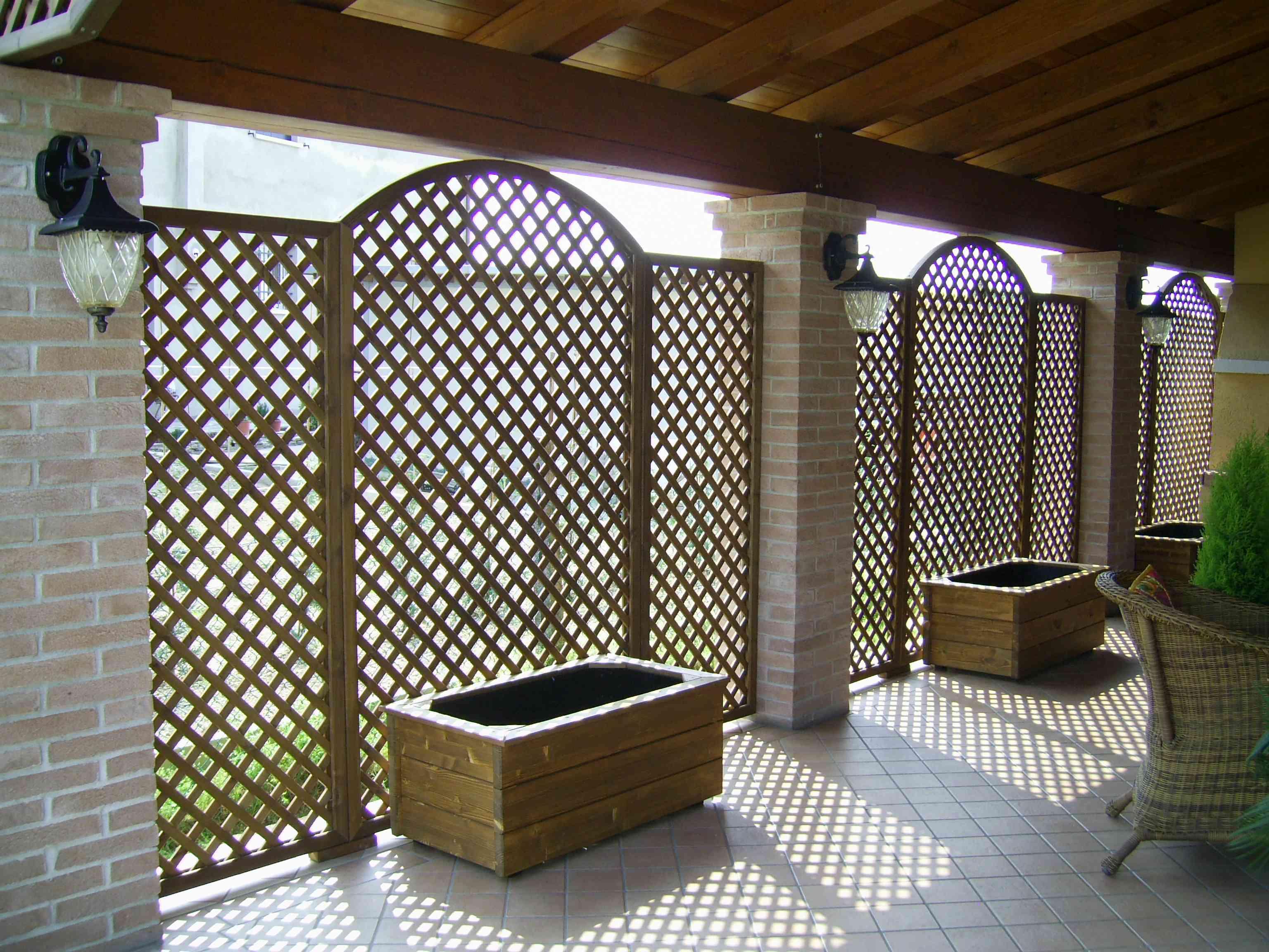 Grigliati in legno di abete impregnato o colorato for Pannelli divisori per esterni