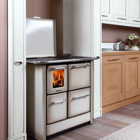 Cucina a legna SERIE GN a fiamma visibile  6,5 Kw.